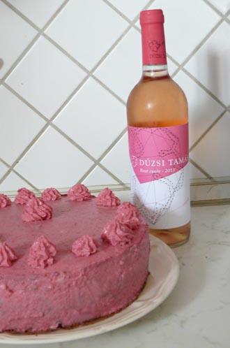 A tortakrém és a címke tökéletes összhangja.