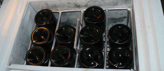 A pezsgőkészítés a türelemről is szól. Csak a megfelelő hőmérsékleten lehet degorzsálni.